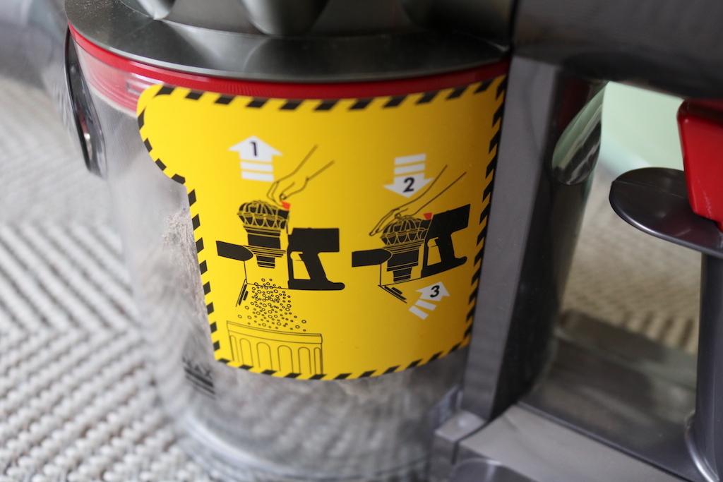 ダイソン掃除機のゴミ出しの画像