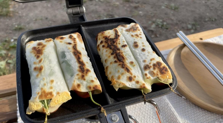 ウインナーと大葉のチーズ餃子の写真です。